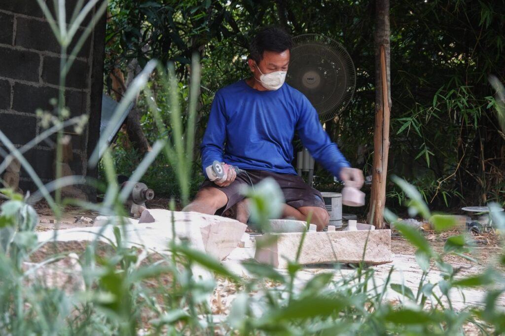 'เกียรติศักดิ์ ศรีไว' ช่างหินทรายแห่งโคราช ผู้ทำให้หินทรายไทยไปไกลระดับโลก