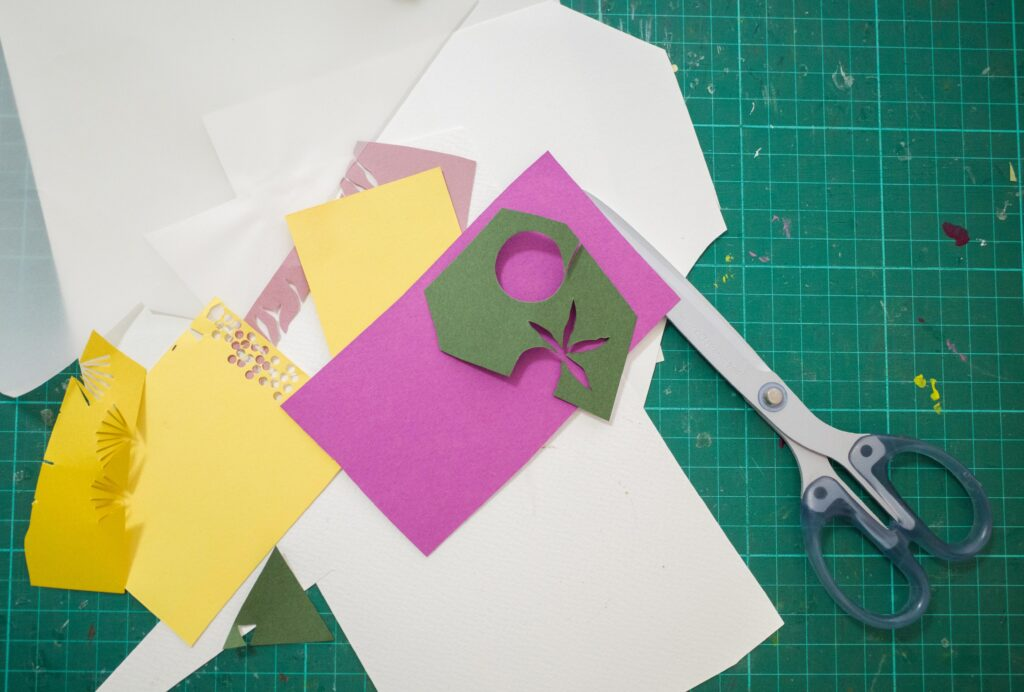 ปั้น –นภัสชล ตั้งนุกูลกิจ นักออกแบบที่เล่าเรื่อง 'ดอกไม้' ด้วยกรรไกรและกระดาษ