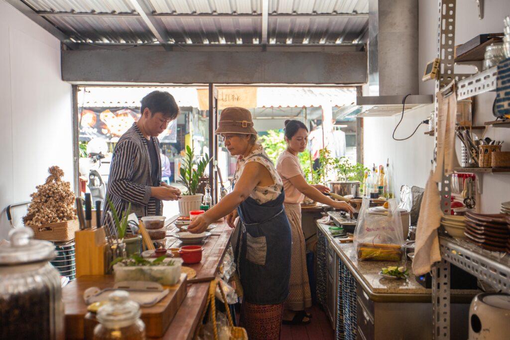 เยือน 'คำปา' พาคุยกับ 'นุช' เจ้าของร้านอาหารเหนือในวิถีธรรมชาติ ที่กินแล้วจะนึกถึงบ้าน จ. แพร่